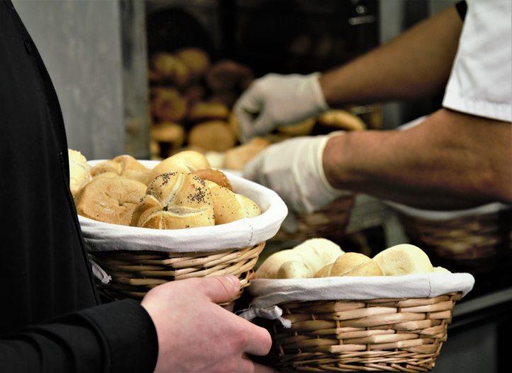 baker-bakery-baskets-251610.jpg